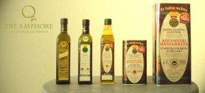 Olivenöl Flaschen und Kanister